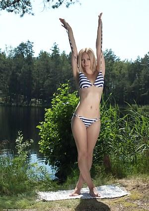 Bikini Girls Porn Pictures